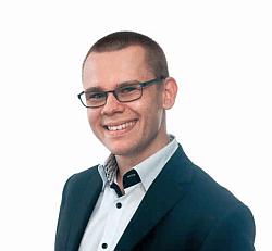 Przemysław Rochon, który wraz ze wspólnikami założył firmę Wakacjenonstop.pl.